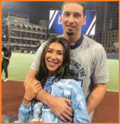 Blake Snell with his girlfriend