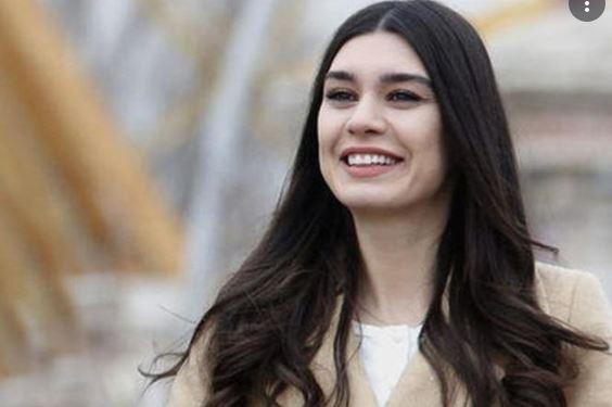 Burcu Kıratlı Profile, height, husband, family, net worth, baby, and more